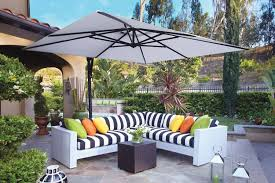 cantilever-patio-umbrella